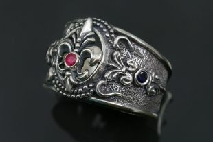 Franse Baroque Silver Ring With Natural Red Ruby and Onyxes UR-120R
