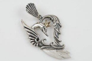 Queen Swan Heart Shape Silver Pendant PT-085