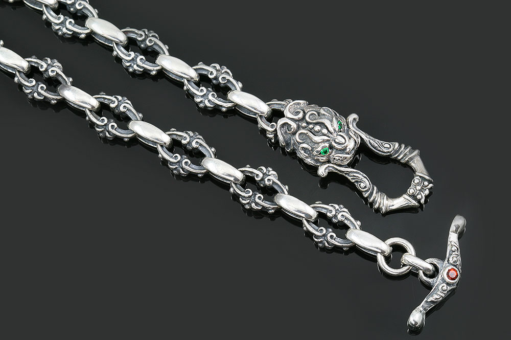 Royal Green Eyed Lion Head Silver Chain Necklace CHN-N2